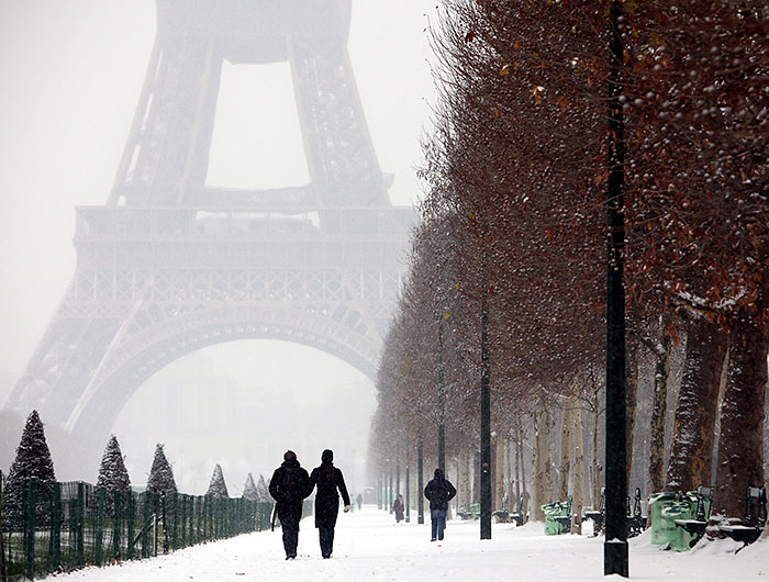 eiffel tower paris winter