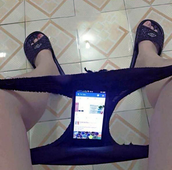 bathroom-phone-holder